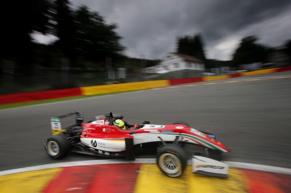 Schumi Jr in azione con la monoposto del team Prema sulla pista belga