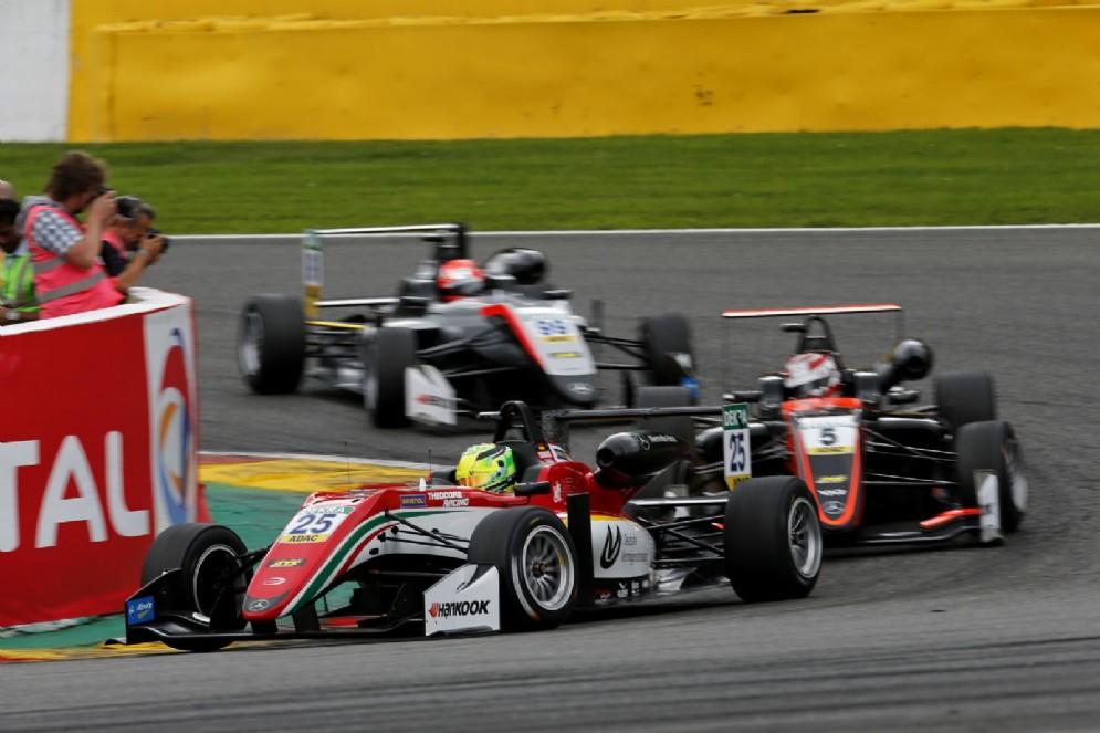 Schumi Jr in azione con la monoposto del team Prema in gara-3