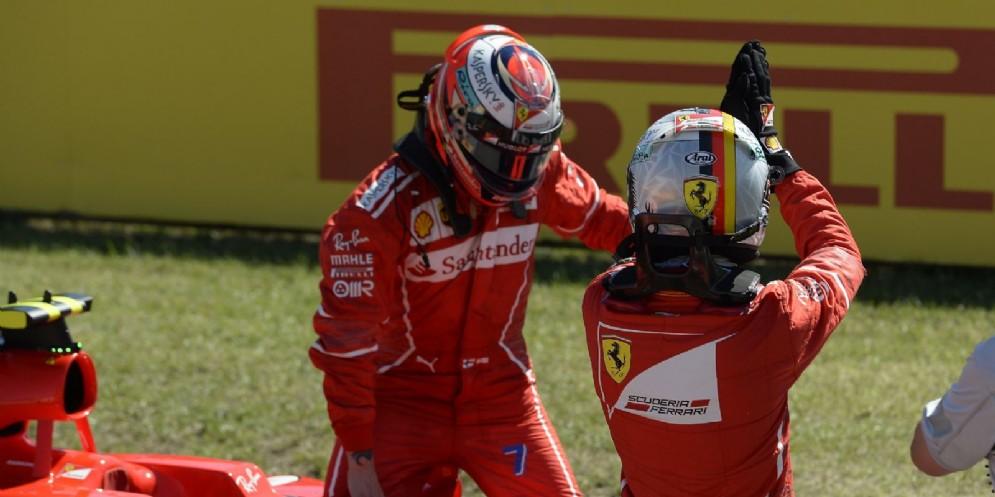Sebastian Vettel e Kimi Raikkonen festeggiano la prima fila all'Hungaroring