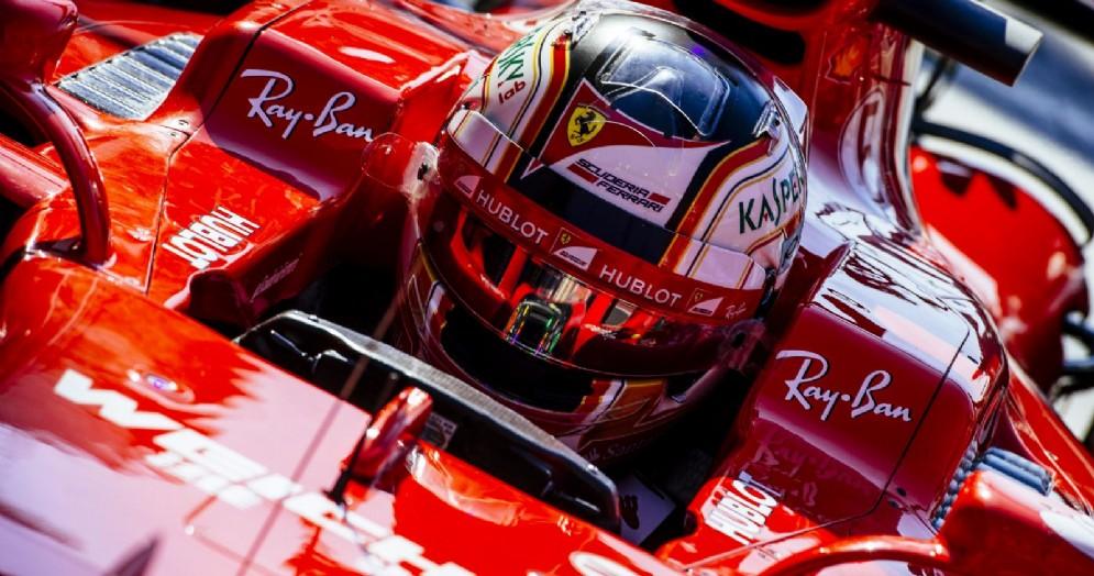 Charles Leclerc nell'abitacolo della Ferrari SF70H