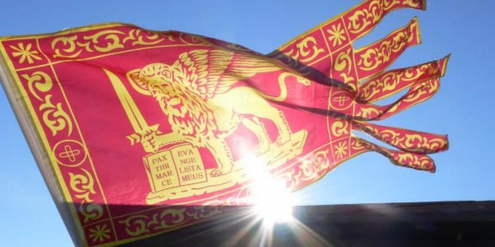Veneto, Zaia: istituzioni sul territorio espongano la bandiera della Regione