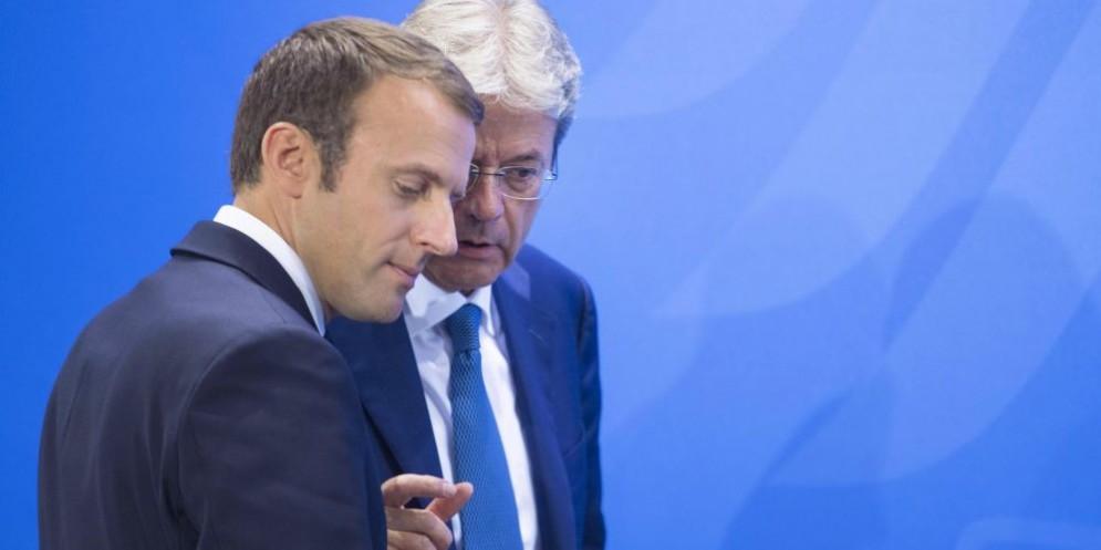 Gli operai di Ancona plaudono alla decisione di Macron.
