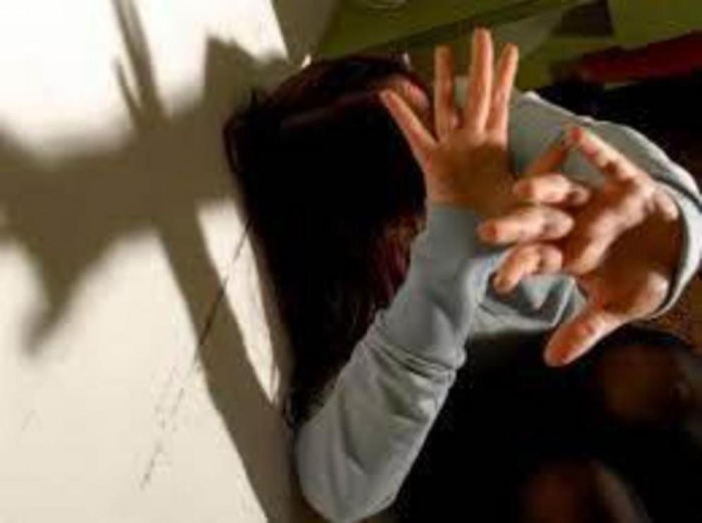 Stalking: donna aggredita dall'ex. Provvidenziale l'intervento un poliziotto fuori servizio