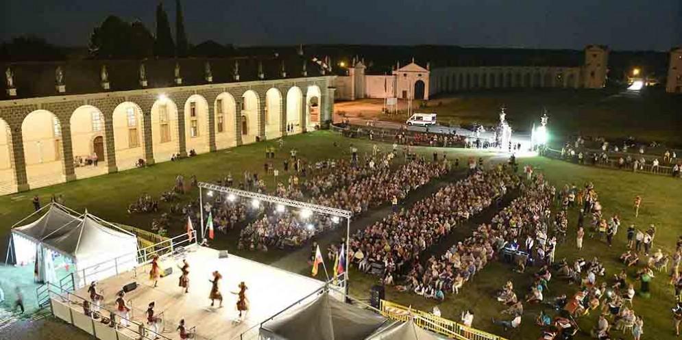 Danze e musiche dal mondo a Villa Manin, a Passariano successo per Folklore mondiale in Villa