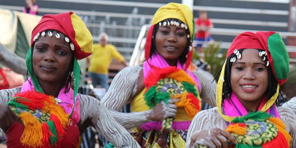 Estate in città: gruppo folkloristico del Benin al Festival Internazionale del Folklore