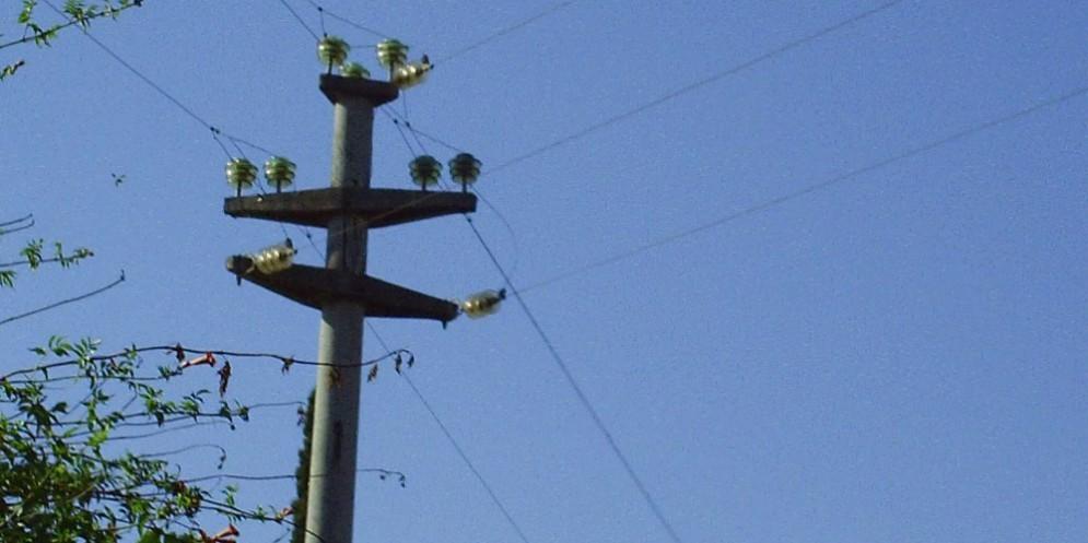 La caduta di un cavo dell'energia elettrica blocca i collegamenti telefonici