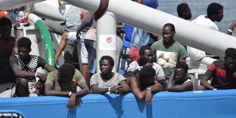 Anche Save the Children ha sospeso le operazioni di salvataggio.