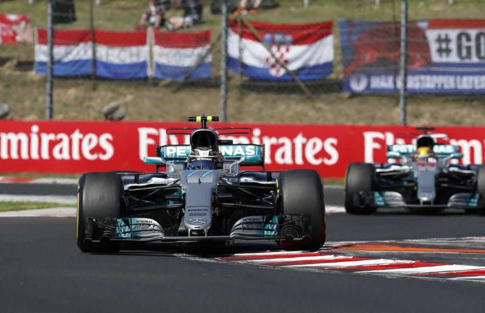 Le due Mercedes di Valtteri Bottas e Lewis Hamilton