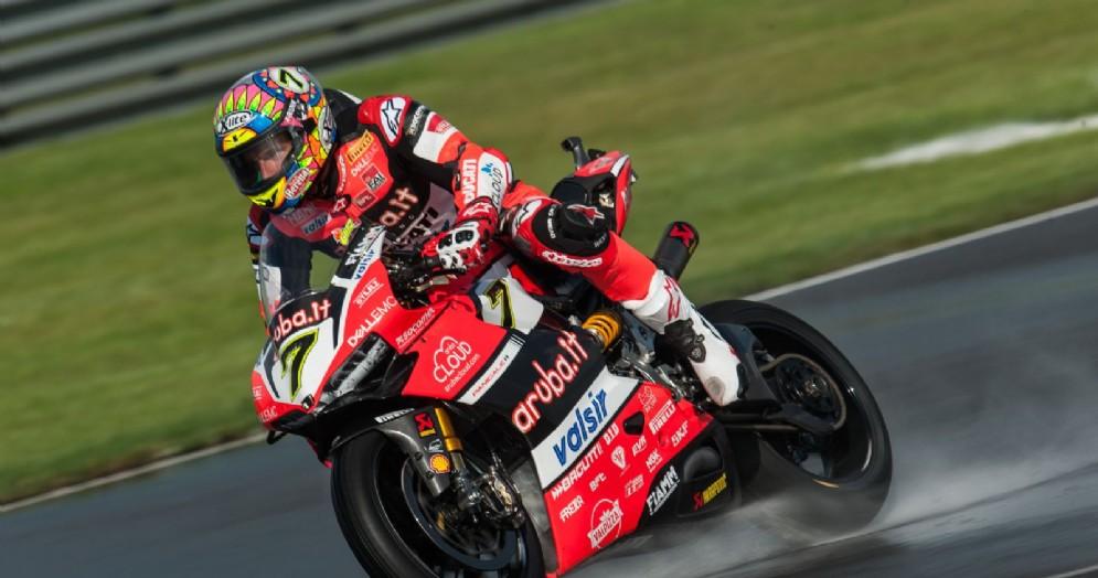 Chaz Davies in azione nelle prove libere bagnate della Superbike al Lausitzring