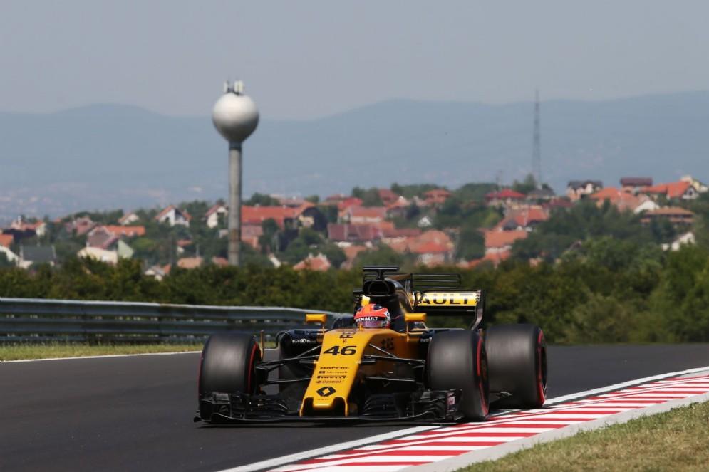 Kubica al volante della Renault durante i test di Budapest