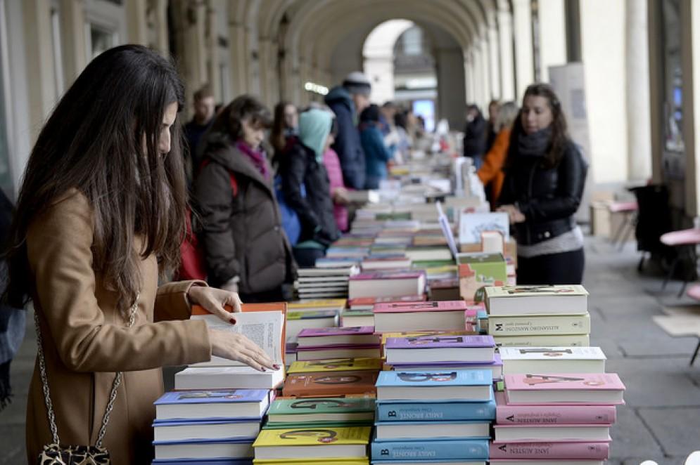 Torna «Portici di carta»: il 6 e 7 ottobre 2 chilometri di libri in via Roma
