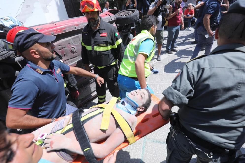 Una persona rimasta schiacciata sotto le macerie a Ischia e poi tratta in salvo