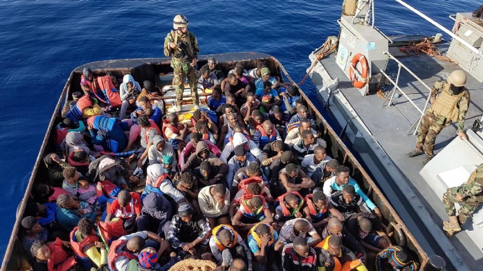 Immigrati pronti a partire dalla Libia alla volta dell'Italia