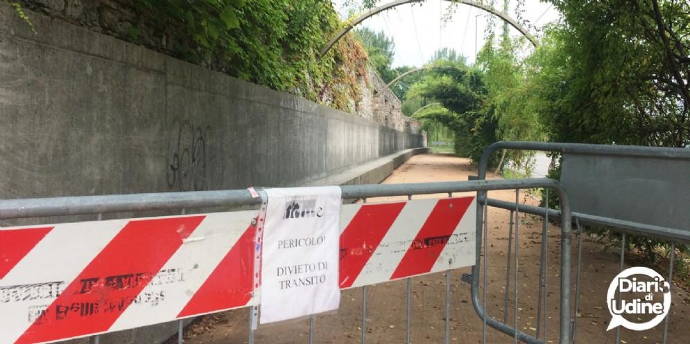 Chiuso il passaggio pedonale tra parco Moretti e viale Venezia (© Diario di Udine)