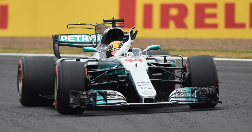 Lewis Hamilton in azione sulla Mercedes