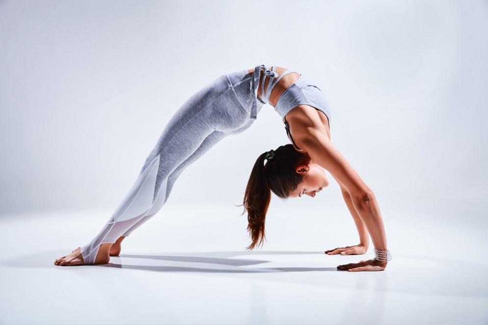 Lo yoga fa bene al cervello riduce ansia e stress