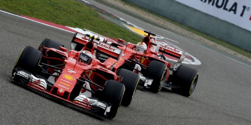 Kimi Raikkonen davanti a Sebastian Vettel