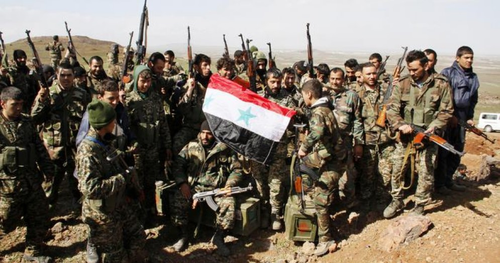 Siria, esercito assedia jihadisti Isis in vasta zona desertica