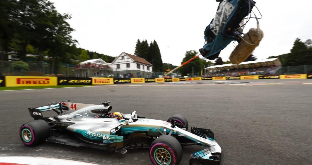 Lewis Hamilton leader della prima giornata di prove libere a Spa