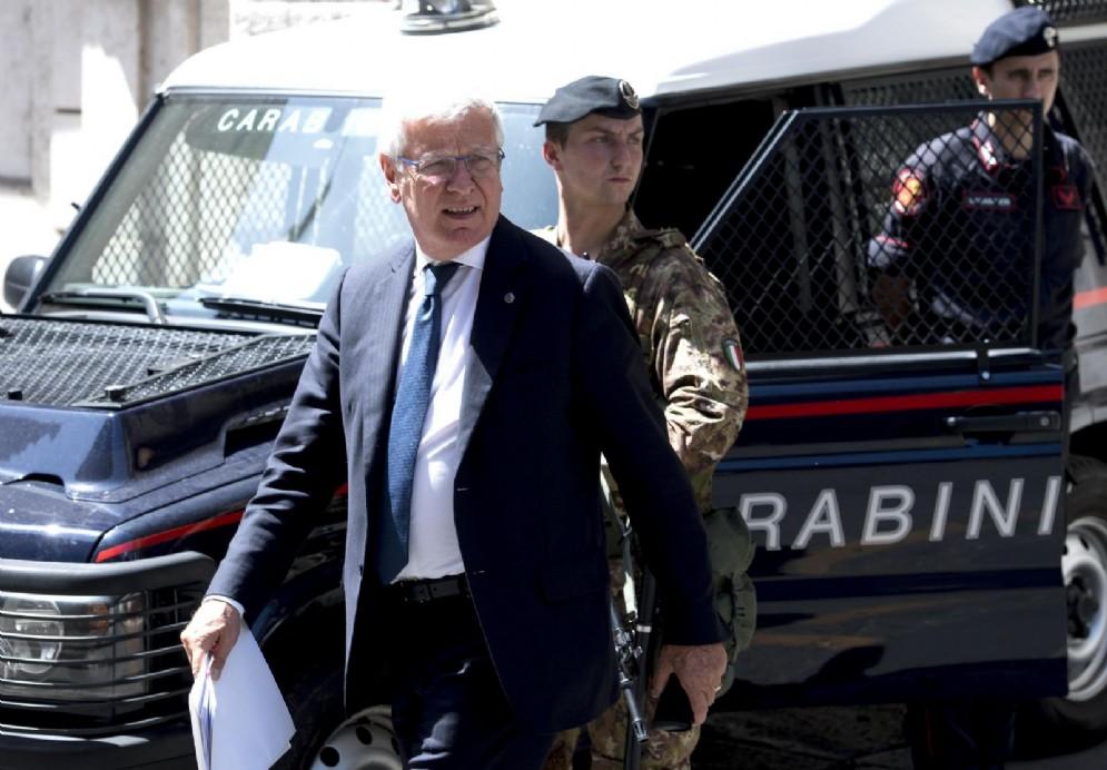 Il capogruppo di Forza Italia in Senato Paolo Romani attacca l'Ue sull'immigrazione