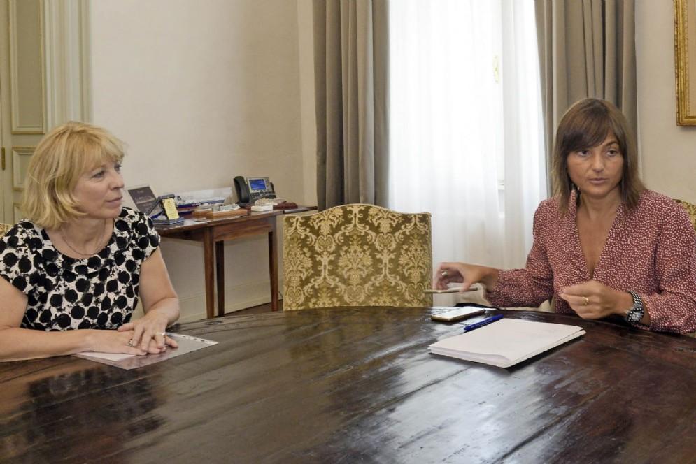 Serracchiani con la direttrice del Museo storico e del parco del castello di Miramare, Andreina Contessa