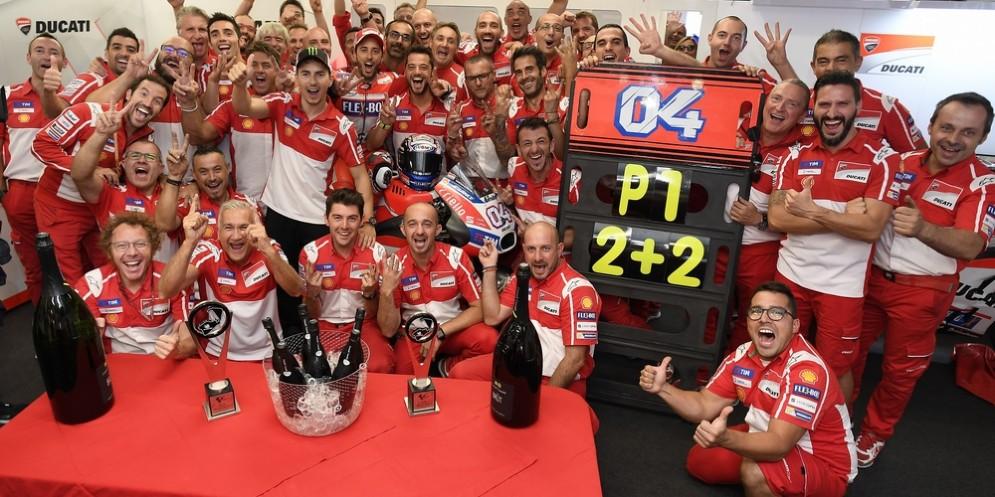 La festa del team Ducati per la quarta vittoria stagionale di Andrea Dovizioso