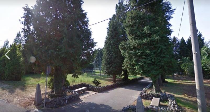 L'area antistante il cimitero