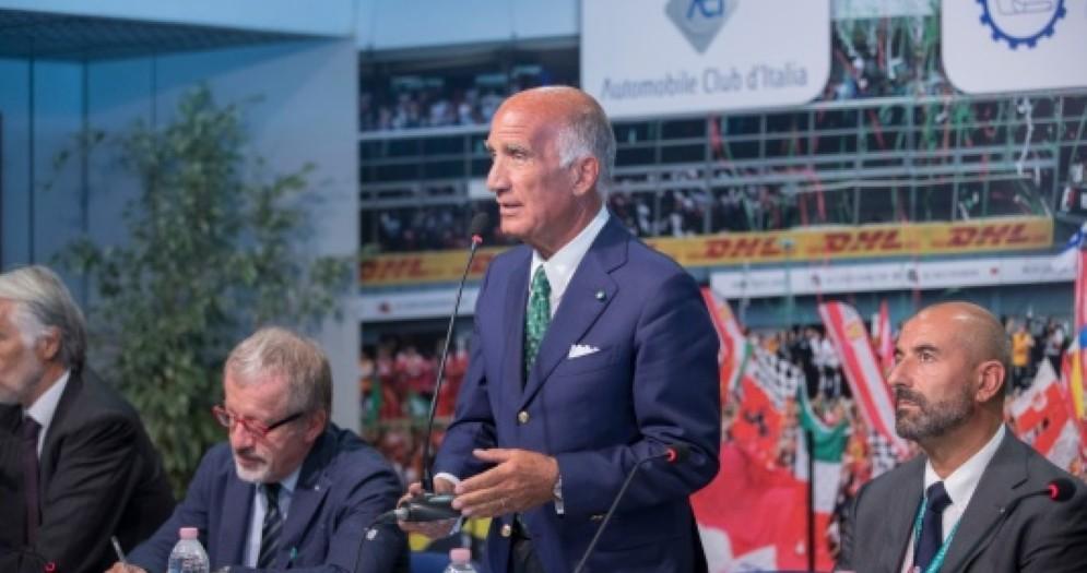 Il presidente dell'Aci Angelo Sticchi Damiani in conferenza stampa