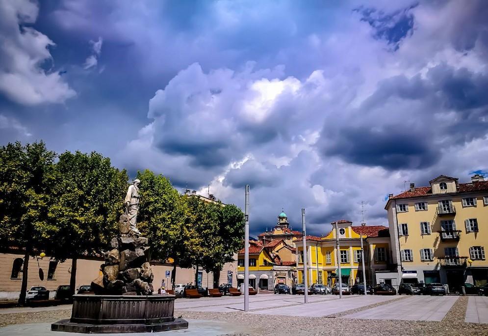 Temporali estivi sullo sfondo di piazza Duomo