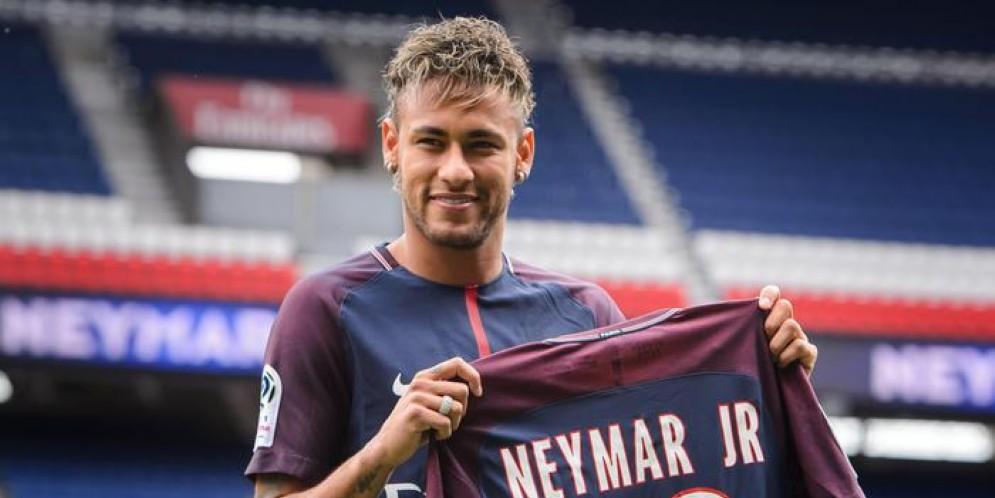 L'Uefa apre inchiesta sul Psg, nel mirino l'acquisto di Neymar