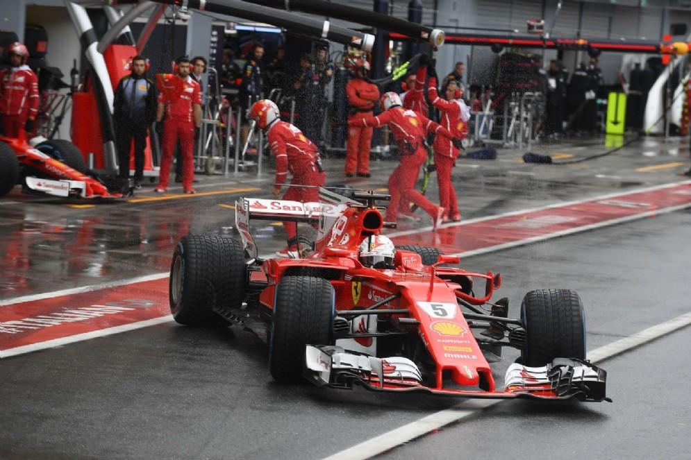 Vettel esce dai box durante le qualifiche