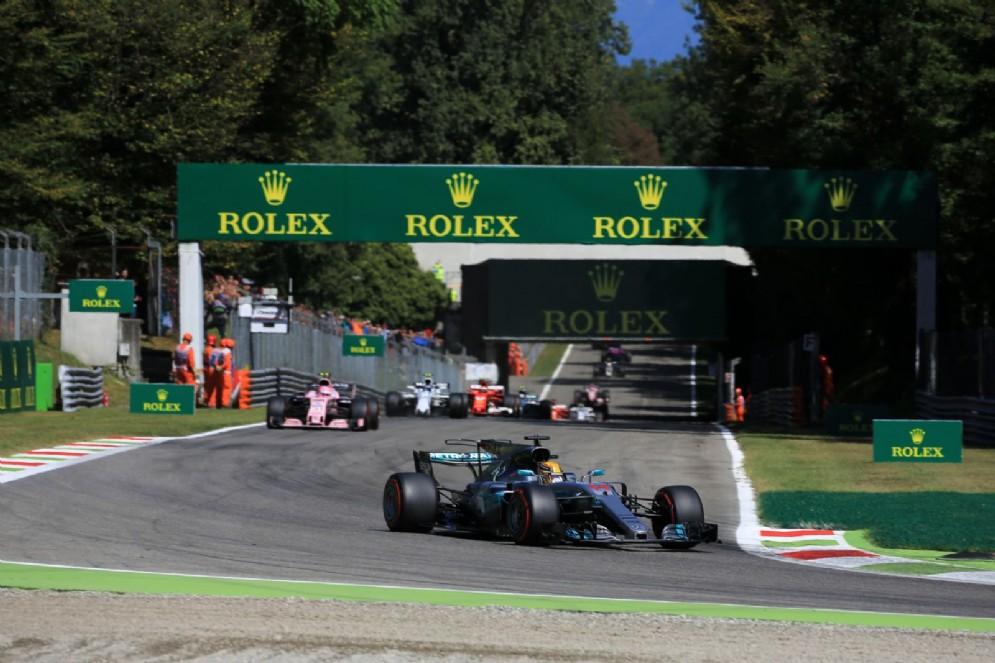 Hamilton al comando della gara alla partenza