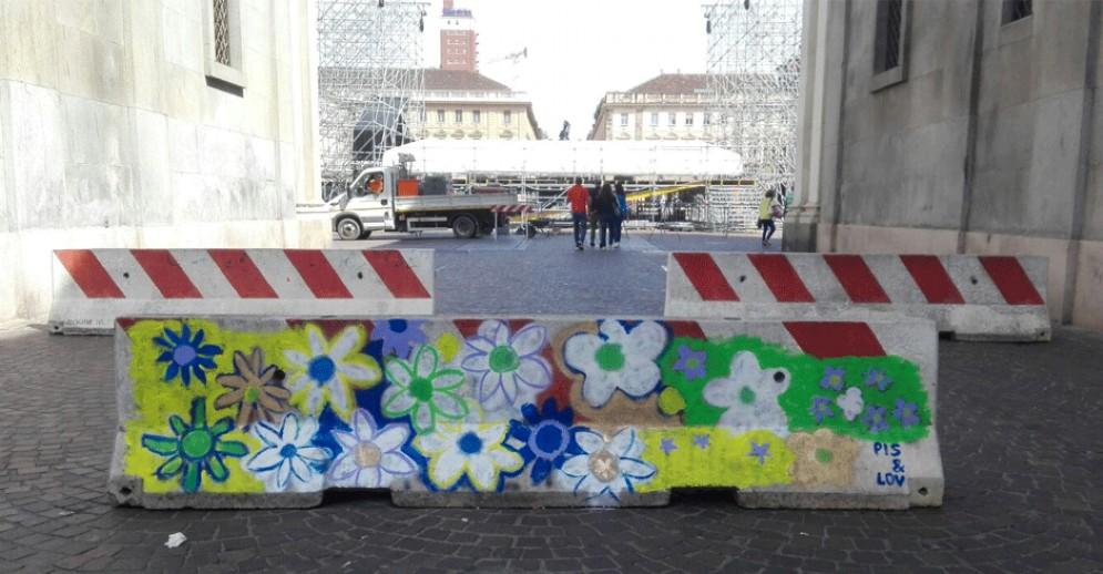 La barriera dipinta tra piazza Cln e piazza San Carlo