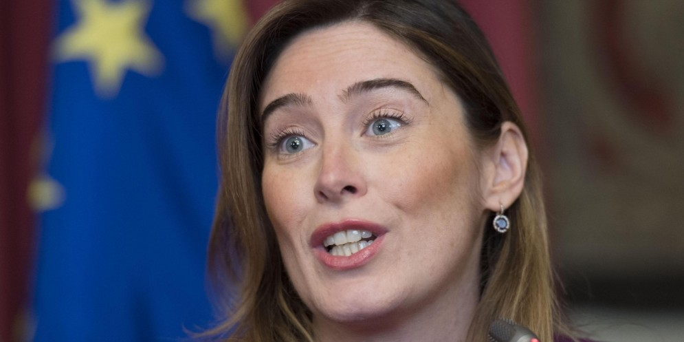 La sottosegretaria alla vicepresidenza del Consiglio, Maria Elena Boschi, sponsorizza su Facebook l'anticipo pensionistico.