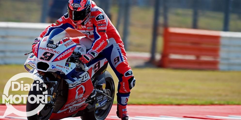 Danilo Petrucci in azione con la sua Ducati Pramac nelle prove libere a Misano