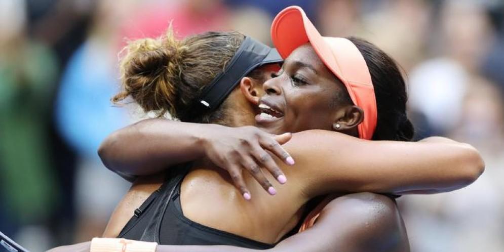 Sloane Stephens e Madison Keys si abbracciano dopo la finale agli US Open 2017