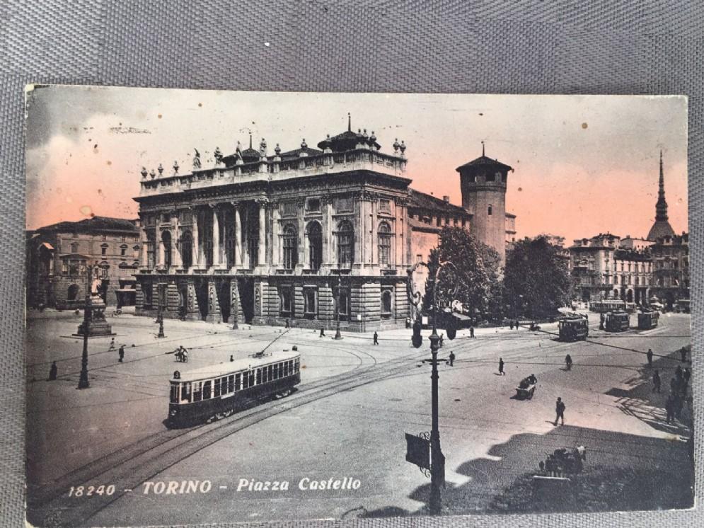 Piazza Castello e palazzo Madama, la Torino di una volta (© Marco Mangano)