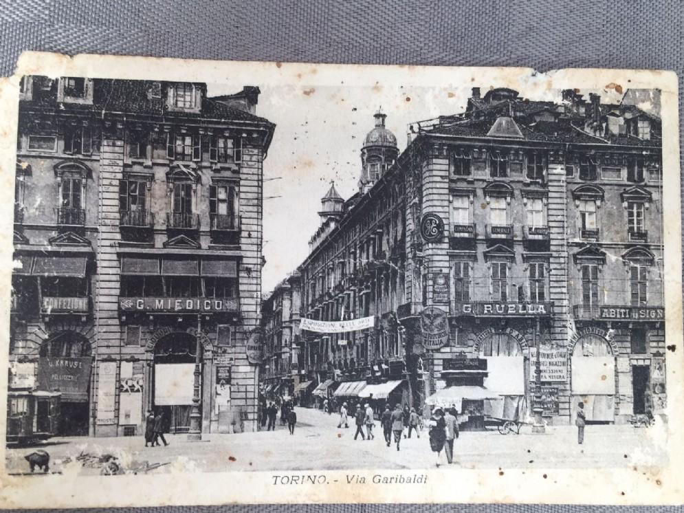 Via Garibaldi angolo piazza Castello