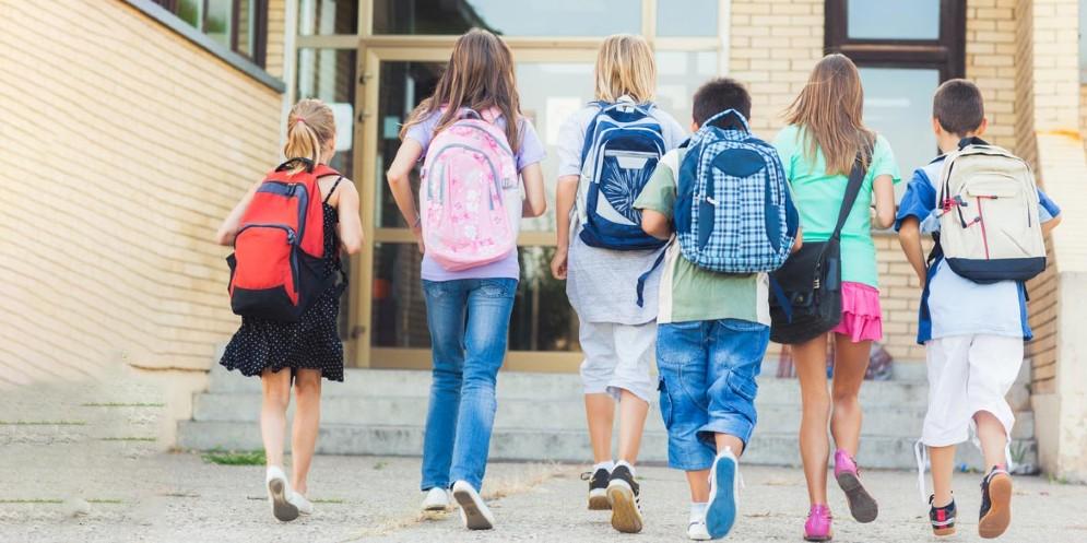 Bambini, vaccini e scuola: accolta l'istanza del Codacons