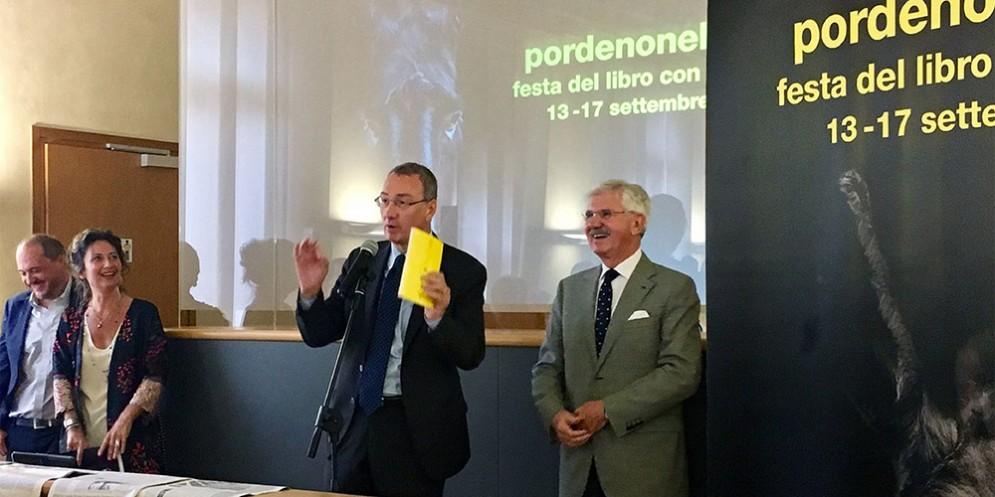 """Sergio Bolzonello (Vicepresidente Regione FVG e assessore Attività produttive, Turismo e Cooperazione) alla presentazione della manifestazione """"pordenonelegge"""""""