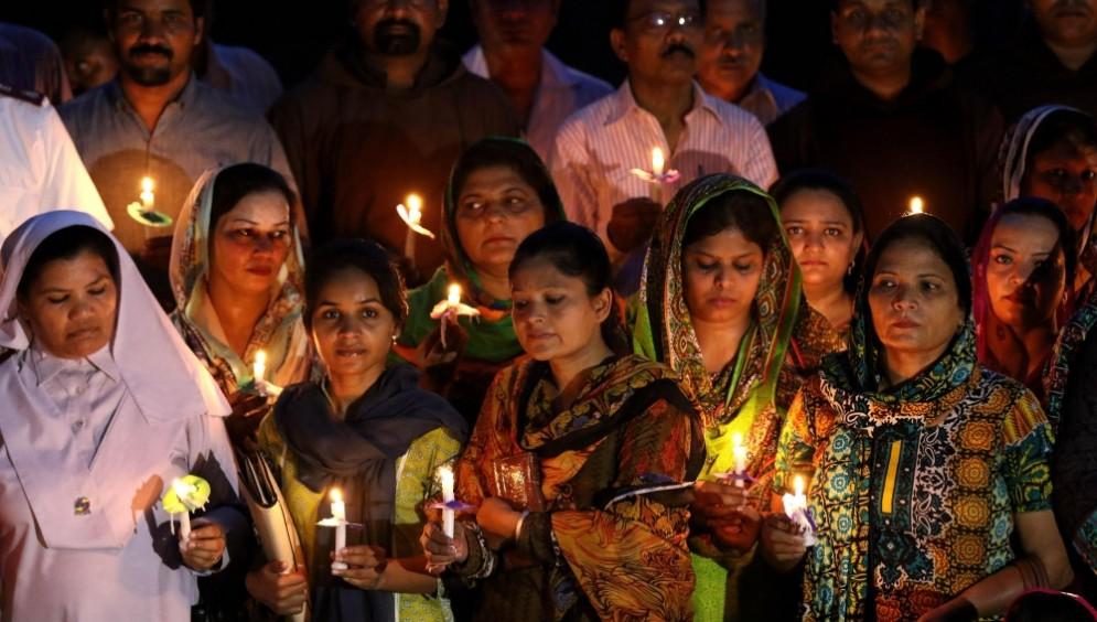Veglia di preghiera dopo un attacco bomba nel quartiere cristiano di Lahore, in Pakistan.