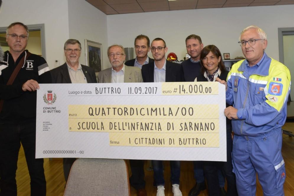 Il sindaco di Buttrio consegna 14 mila euro per la zona terremotata di Sarano