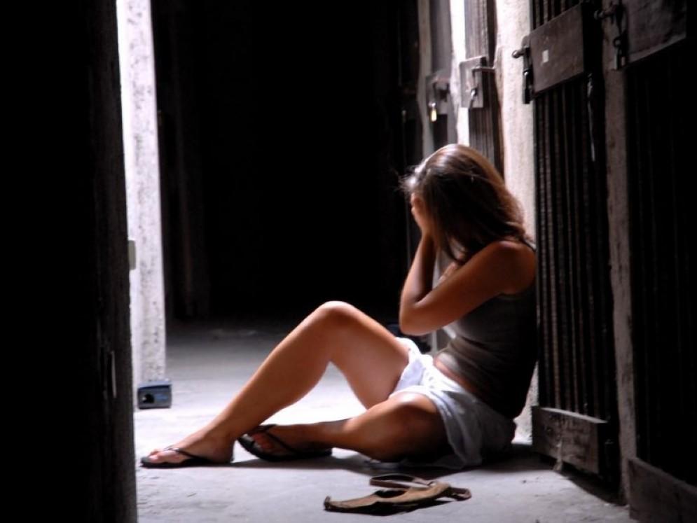 Stupro di gruppo: la vittima è una donna disabile