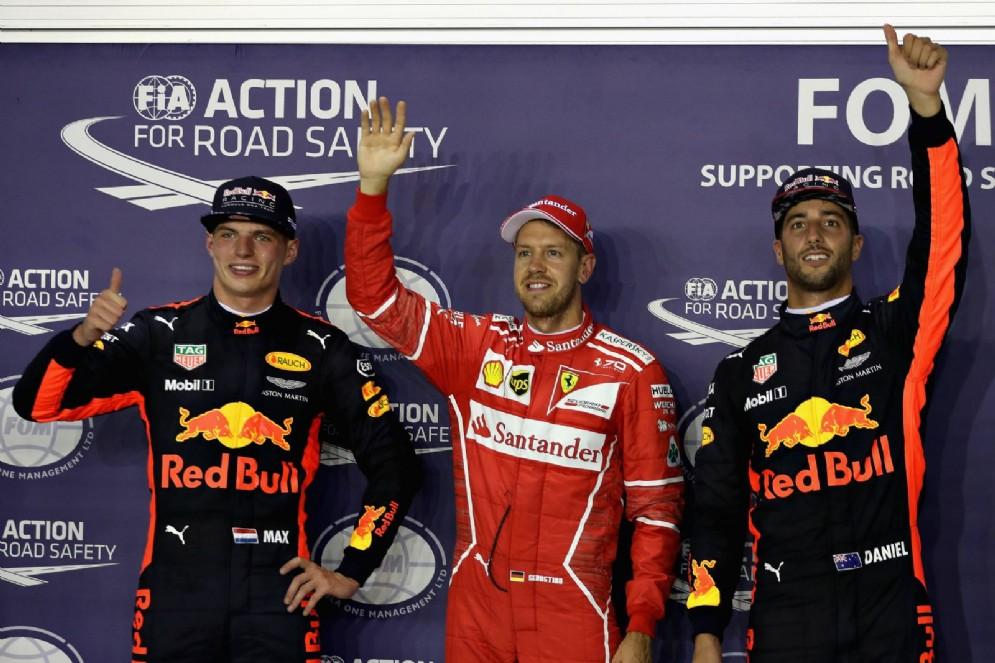 Vettel tra i due piloti della Red Bull, Ricciardo e Verstappen