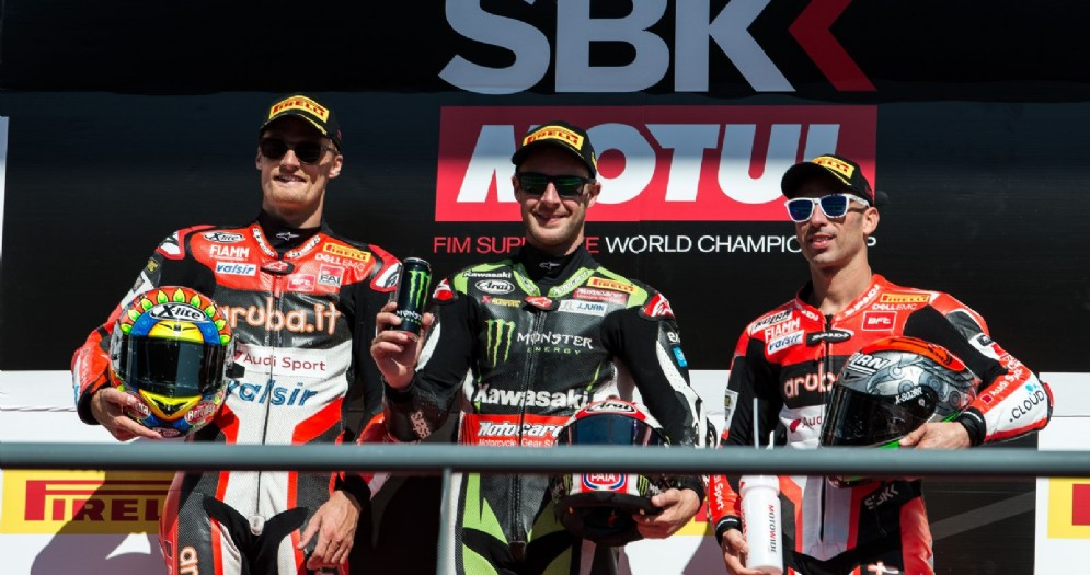 Il podio di gara-1 a Portimao: Jonathan Rea, Chaz Davies e Marco Melandri