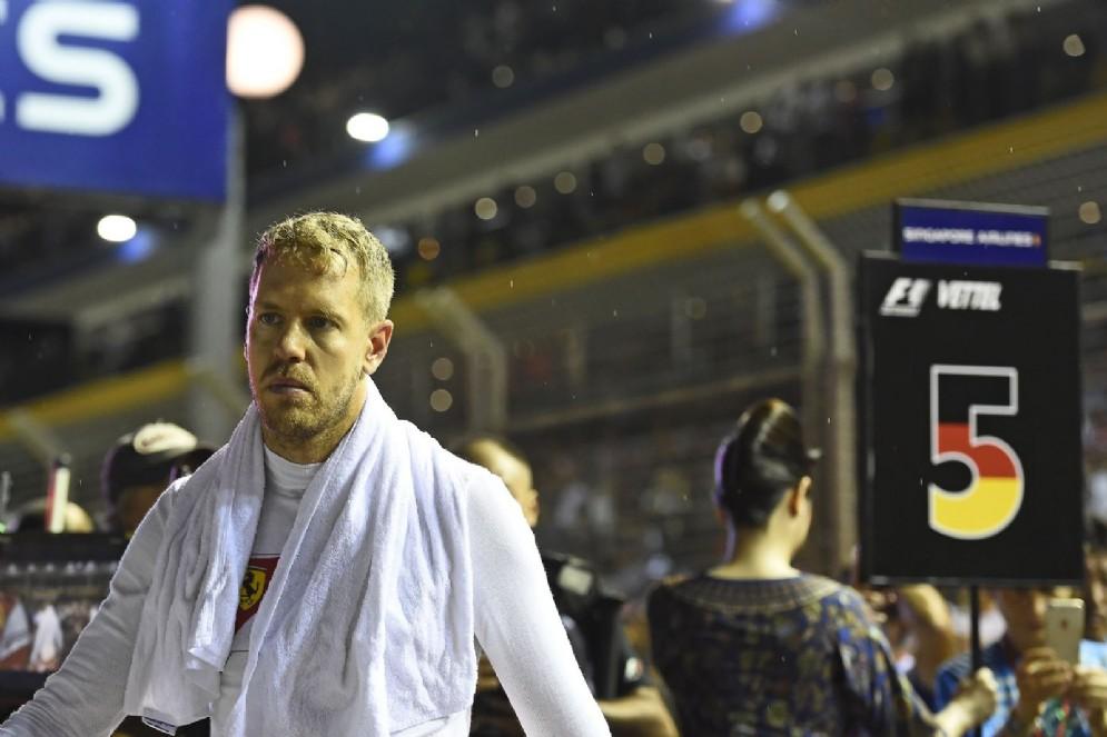 Sebastian Vettel sulla griglia di partenza di Singapore