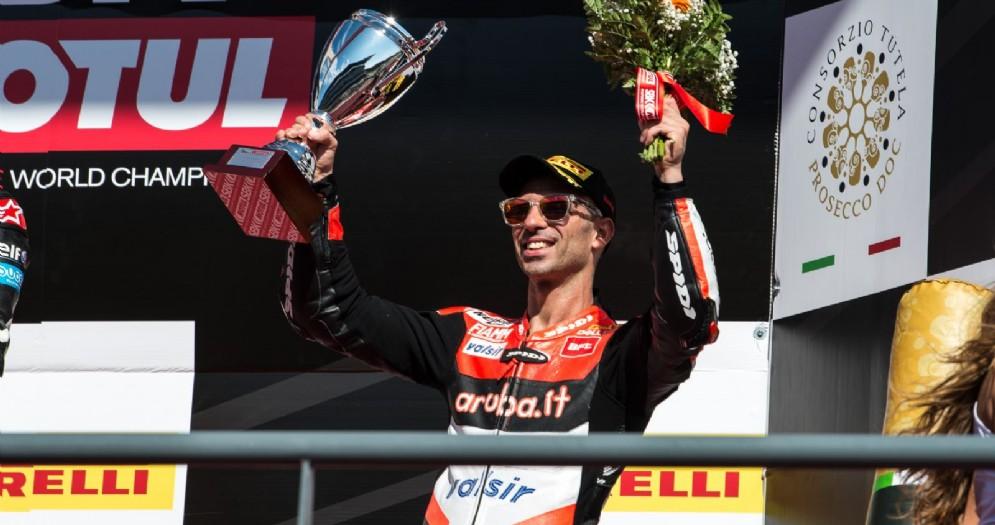 Marco Melandri sul podio di gara-2 a Portimao