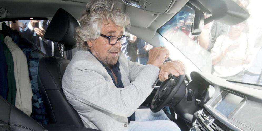 Beppe Grillo all'uscita dall'Hotel Forum