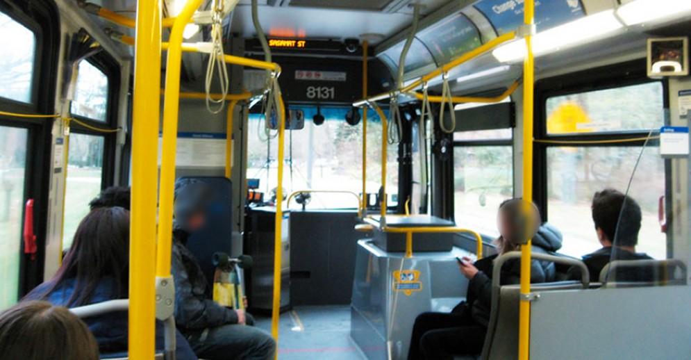 Scontro tra autobus Gtt e un furgone in via Accademia Albertina