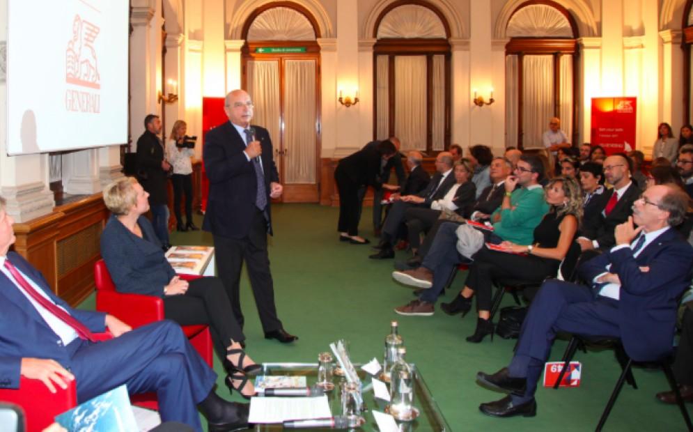 Il sindaco durante la presentazione degli eventi della Barcolana